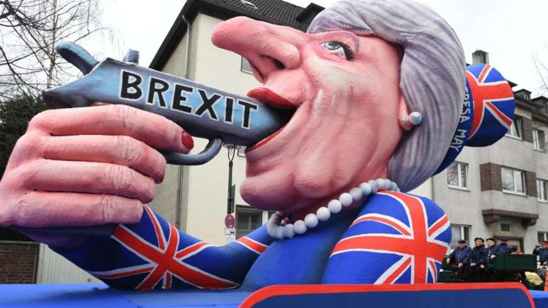 Ein Wagen zum Thema Brexit beim Rosenmontagszug in Düsseldorf. Foto: Federico Gambarini