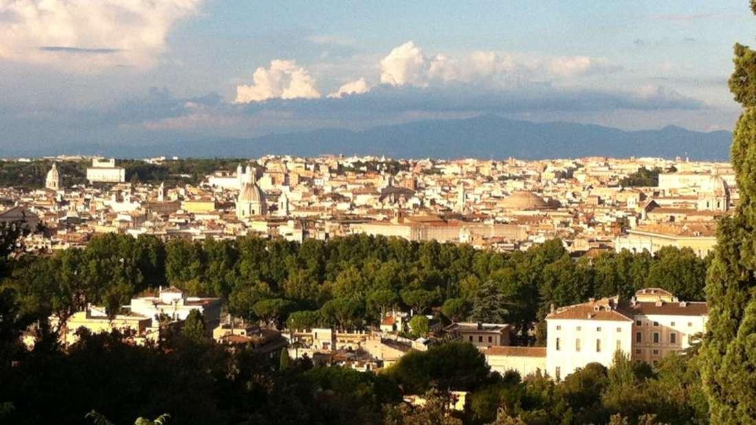 Vom Gianicolo, einem Hügel im Stadtteil Trastevere, hat man einen überragenden Blick über ganz Rom.