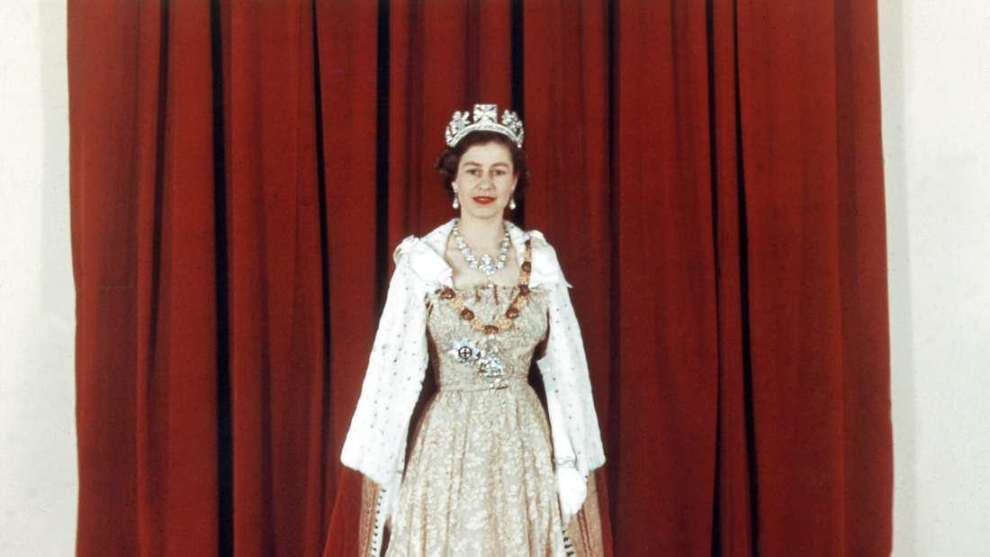 Queen Elizabeth II. in feierlichem Ornat am Tag ihrer Krönung am 2. Juni.1953.