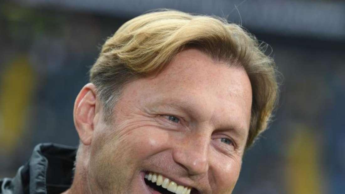 Leipzigs Trainer Ralph Hasenhüttl freut sich auf die Champions League. Foto: Arne Dedert