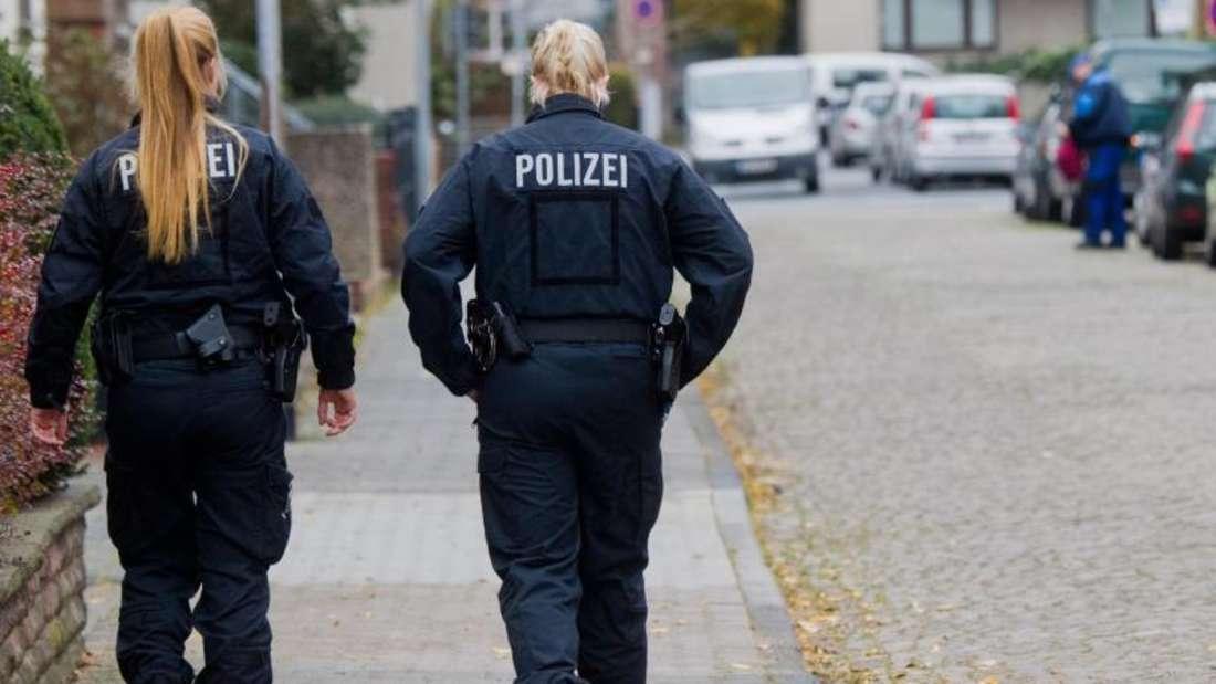 In dieser Straße in Hameln hat ein Mann eine junge Frau mit einem Seil an die Anhängerkupplung eines Autos gebunden und rund 250 Meter weit durch Hameln geschleift. Foto: Julian Stratenschulte/Archiv