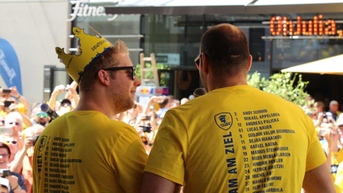 Rhein-Neckar Löwen feiern ihre Titelverteidigung in der Mannheimer Innenstadt.
