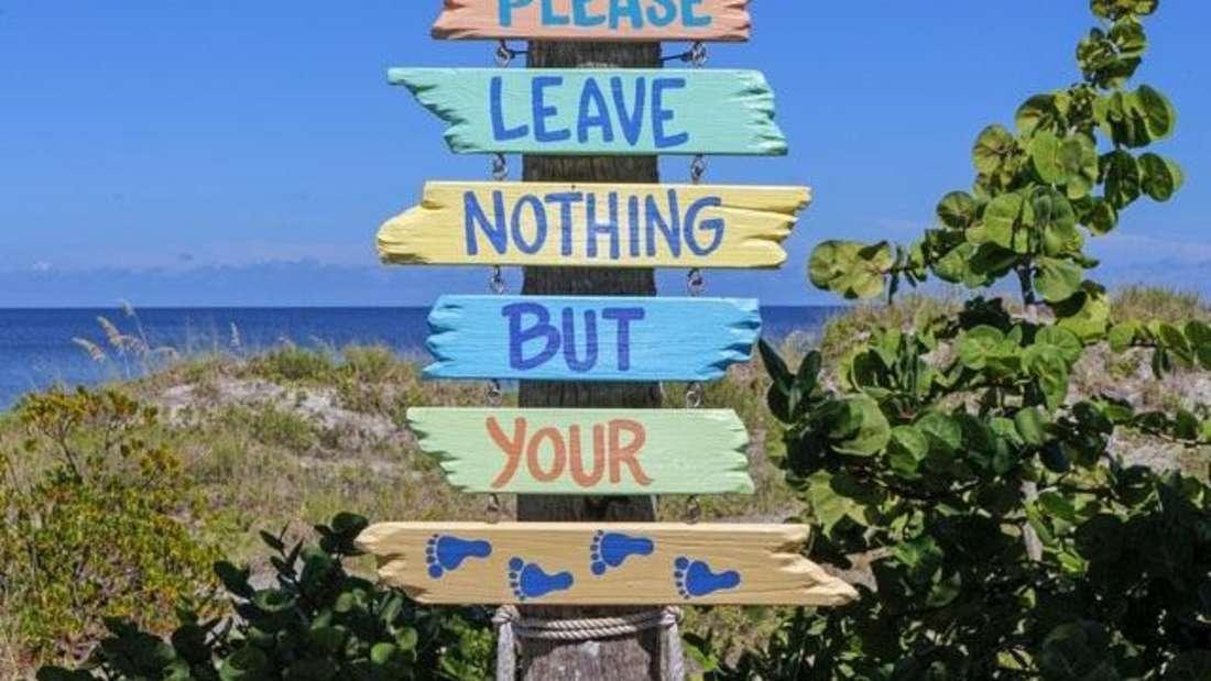 Am Strand liegen statt am Schreibtisch zu schwitzen - davon träumen zur Urlaubszeit viele. Damit Arbeitsdruck und Stress nicht im Burnout enden, sollten Sie auf diese Zeichen achten - und sich rechtzeitig in den Urlaub verabschieden:
