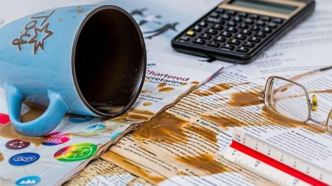 ...mehr Flüchtigkeitsfehler. Sei es der verschüttete Kaffee, Rechtschreibfehler oder ein vergessener Termin. Passieren diese Fehler gehäuft, nehmen Sie sich besser ein paar Tage frei.