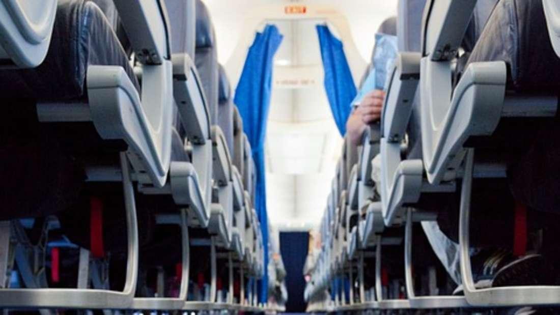Mehr Beinfreiheit im Flugzeug - mit diesem Knopf klappt es!