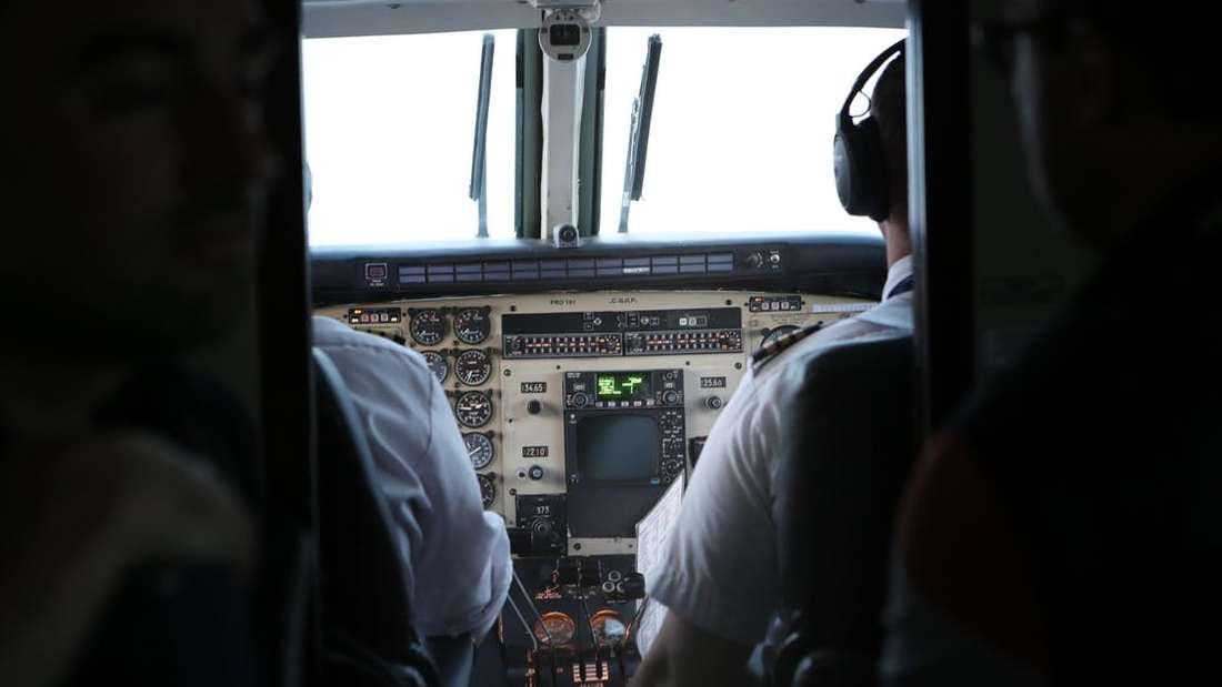 Für Piloten gilt im Cockpit: Keine privaten Gespräch während Start und Landung.