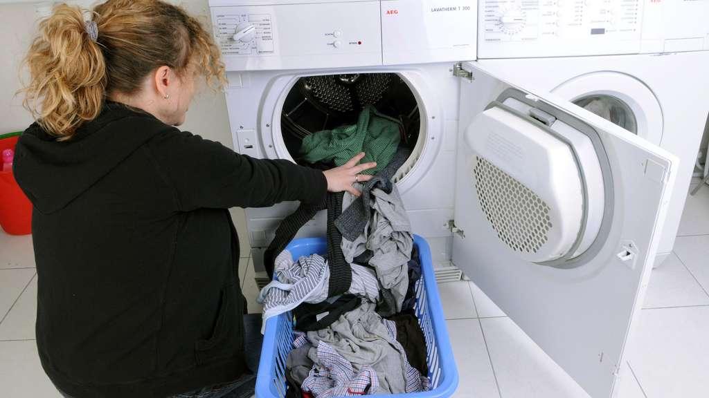 so reinigen sie ihre waschmaschine von r ckst nden bauen wohnen. Black Bedroom Furniture Sets. Home Design Ideas