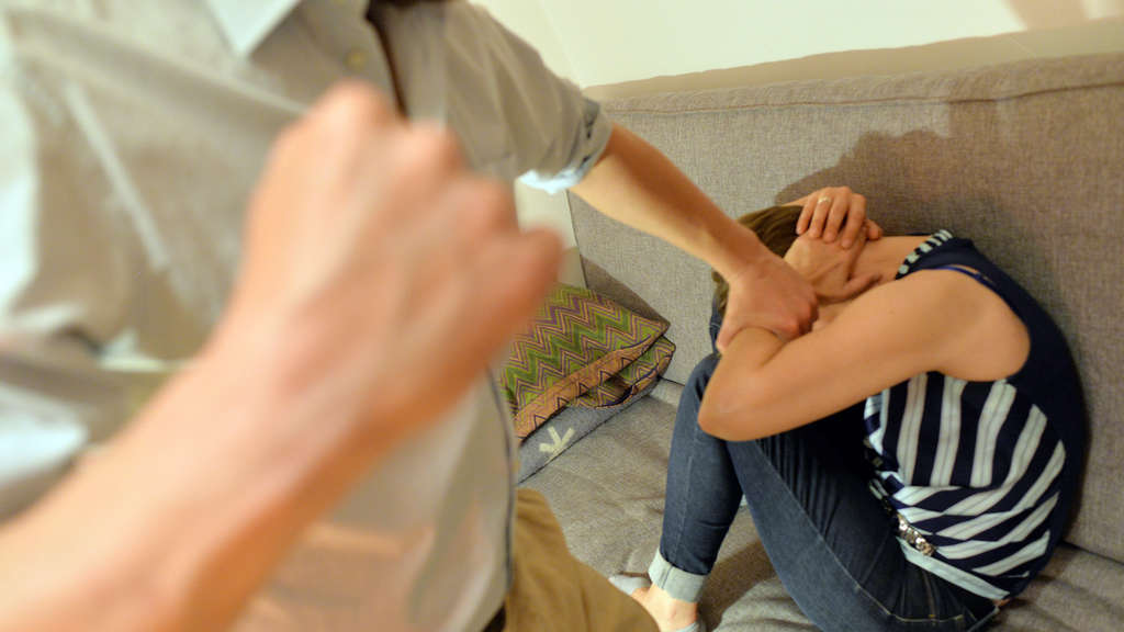 Mann schlagt treffen vor Der geschlagene Mann – Wikipedia