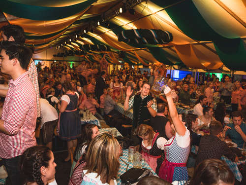 Full House und fette Party bei der Wahl zur Wiesn-Queen!