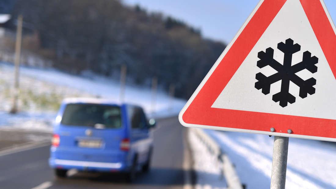 Schnee und Eis auf den Straßen: Was Autofahrer beachten müssen
