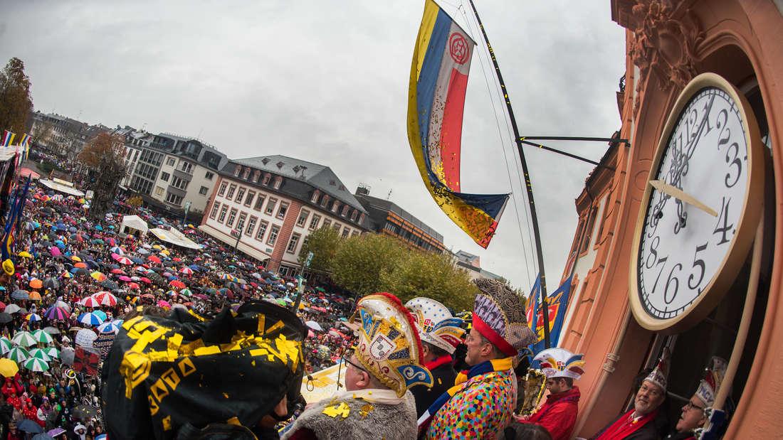 Proklamation des närrischen Grundgesetzes in Mainz