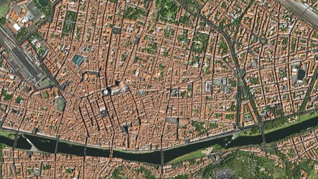 Zwar wurden in Florenz auch Funde aus etruskischer Zeit gemacht, dennoch geht die heutige Stadt am Arno auf eine Gründung durch Cäsar für Veteranen seiner Legionen zurück. Die Hauptstadt der Toskana war schon im Mittelalter ein wichtiges Handels- und Finanzzentrum und eine der weltweit reichsten Städte.