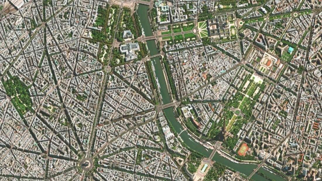 Städte sind Landschaften, die sich teils ungeordnet entwickeln und teils einer weitergehenden Planung unterliegen. In Paris wurde die ursprünglich ungeordnete Entwicklung im 19. Jahrhundert durch Baron Haussmann durchbrochen, der die bestehende Stadt mit einem Netzwerk von breiten Boulevards und repräsentativen Plätzen umgestaltete.