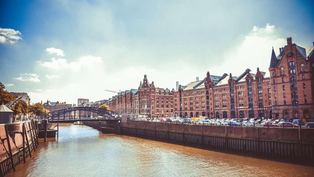 Hamburg: In der Freien und Hansestadt Hamburg sind einige bedeutendeSehenswürdigkeiten beheimatet, die weltweit bekannt sind - wie hier die Speicherstadt.