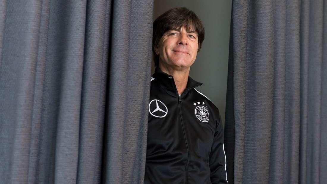 Braucht sich mit seinem Team nicht zu verstecken: Bundestrainer Joachim Löw reist als Titelverteidiger zur WM-Auslosung in Moskau.
