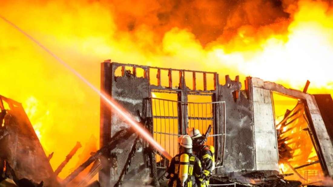 In den abgebrannten Hallen war unter anderem Zubehör für Shishapfeifen gelagert. Foto:Sebastian Stenzel