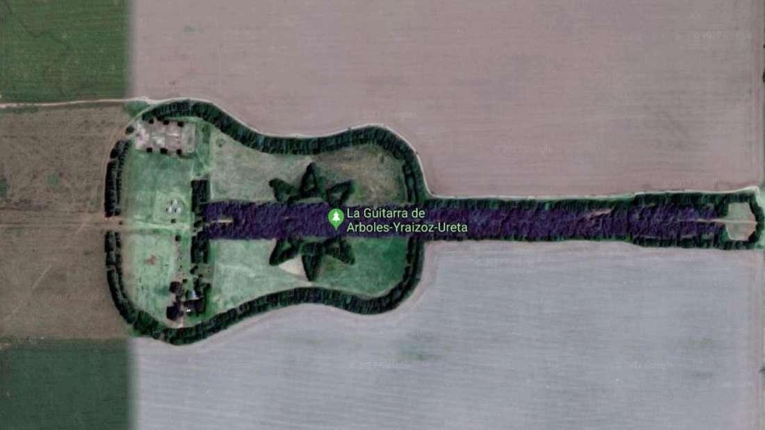 Liebe kann Berge versetzen - oder auch eine Gitarre aus Bäumen pflanzen.