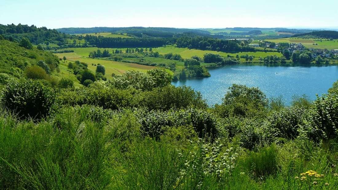 Eifelsteig: 313 Kilometern führt der Eifelsteig durch das Hochmoorgebiet Hohes Venn, den Nationalpark Eifel und die Vulkaneifel.