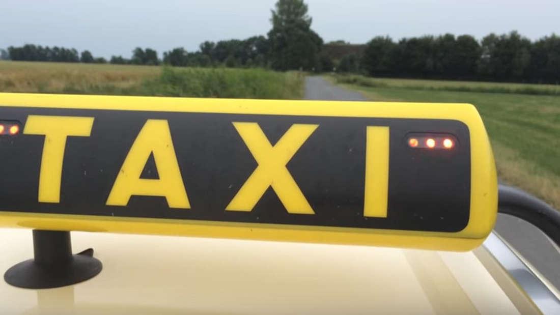 Wenn diese drei Punkte an einem Taxischild leuchten, kann es mitunter gefährlich werden.