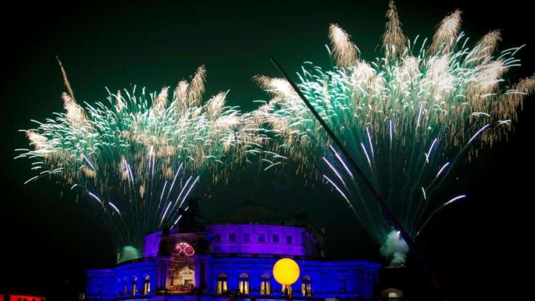 Der 13. Semperopernball wurde mit einem glamourösen Feuerwerk eröffnet.Foto:Alexander Prautzsch