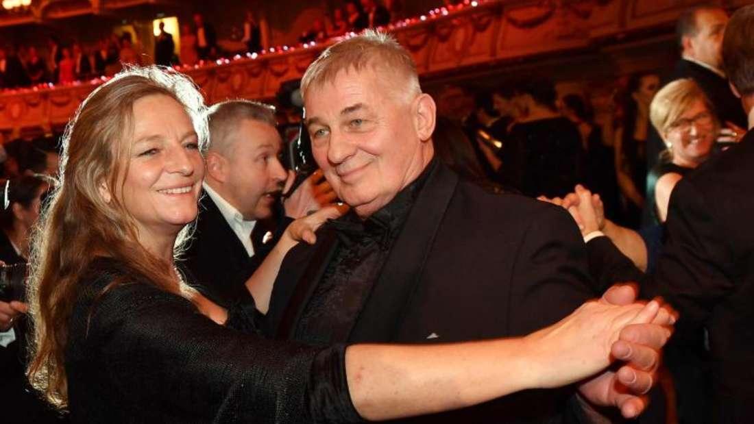 Heinz Hoenig tanzt mit seiner Lebensgefährtin Gabriele Lechner.Foto:Jens Kalaene