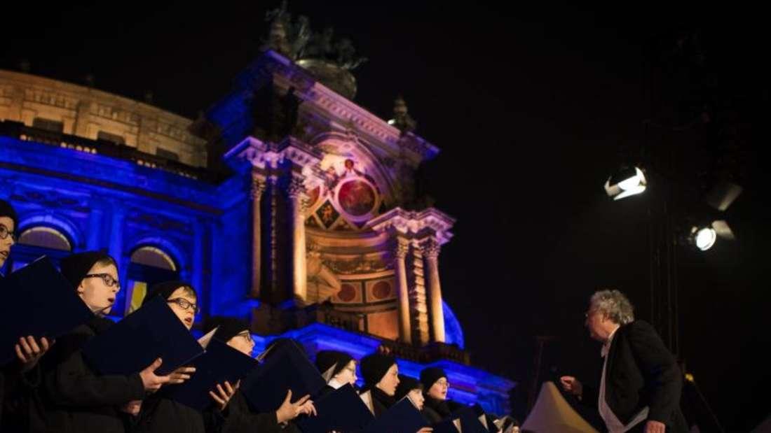 Der Leipziger Thomanerchor trat beim 13. Semperopernball auf. Foto:Alexander Prautzsch