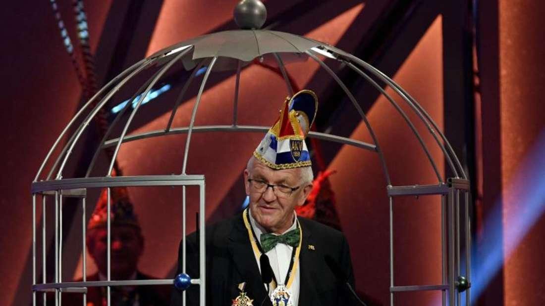 Winfried Kretschmann im «Narrenkäfig». Foto: Henning Kaiser