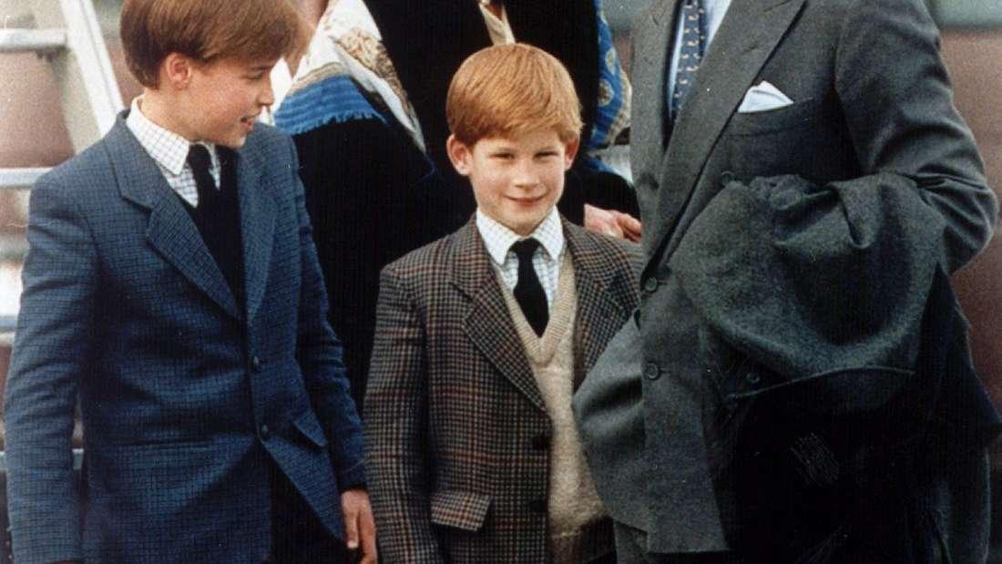 Das Kindermädchen der Prinzen: William (l) und Harry, Tiggy Legge-Bourke, mit Prinz Charles auf dem Flughafen in Zürich.
