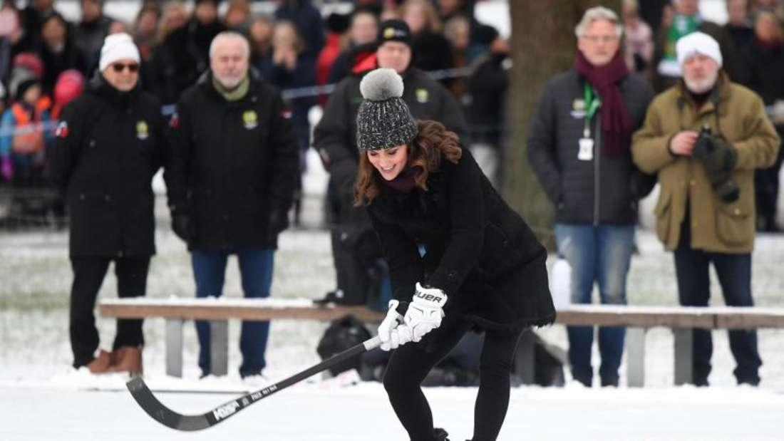 Herzogin Catherine auf dem Roten Teppich beim Bandy-Spielen in Stockholm. Foto: Victoria Jones