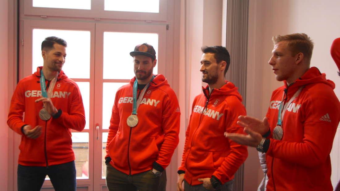 Die Silber-Medaillen-Gewinner Sinan Akdag, Matthias Plachta, Dennis Endras, Marcel Goc und David Wolf werden im Mannheimer Rathaus empfangen.
