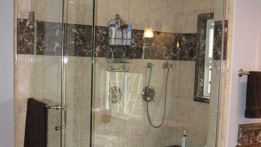 duschkabine reinigen diese hausmittel helfen auf jeden fall weiter bauen wohnen. Black Bedroom Furniture Sets. Home Design Ideas