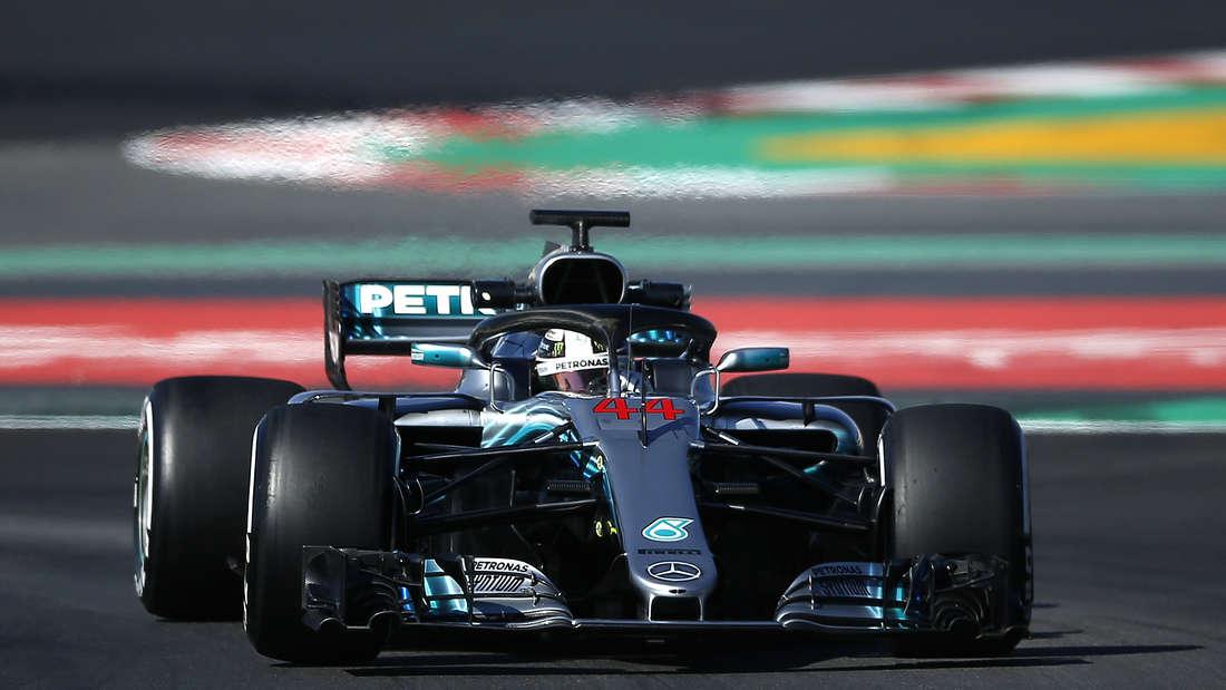 Mercedes ist als aktueller Konstrukteursweltmeister mit seinem F1 W09 EQ Power+ wieder klarer Favorit auf den Titel. Der neue Motor soll knapp 1000 PS liefern, ein wahres Monster. Bereits 2014 bis 2016 holten die Stuttgarter jeweils den Fahrer- und Konstrukteurstitel.