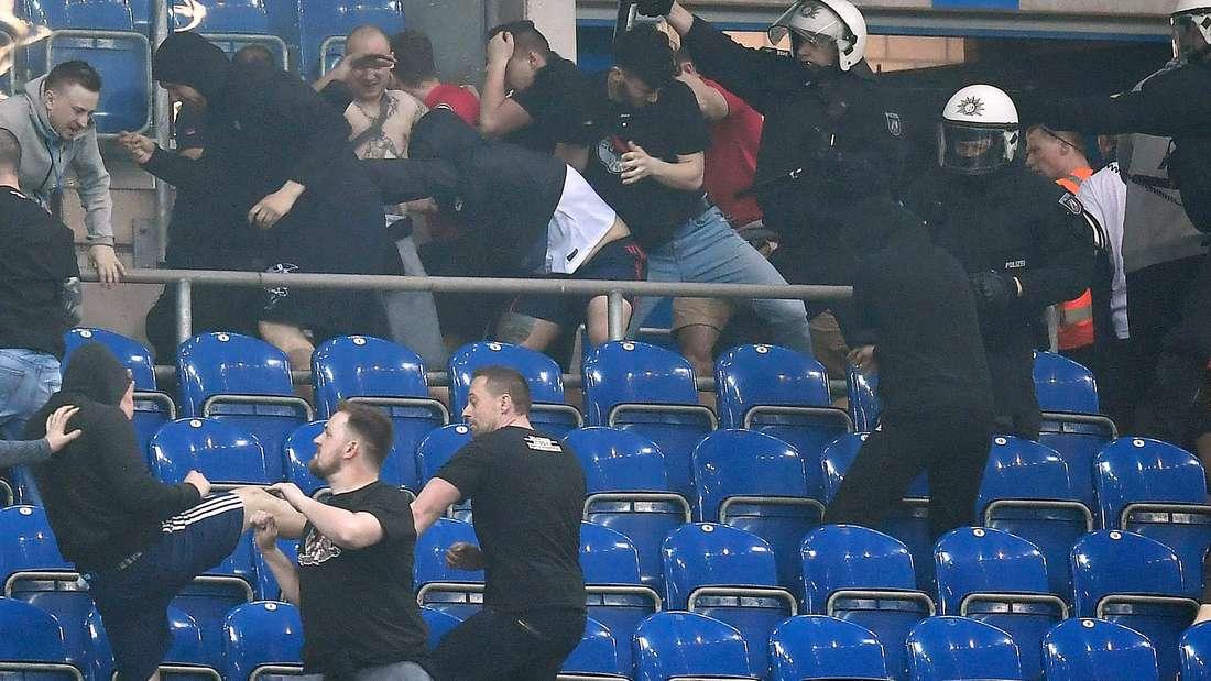 Nach dem Spiel zwischen Schalke und der Eintracht kam es zu hässlichen Szenen.