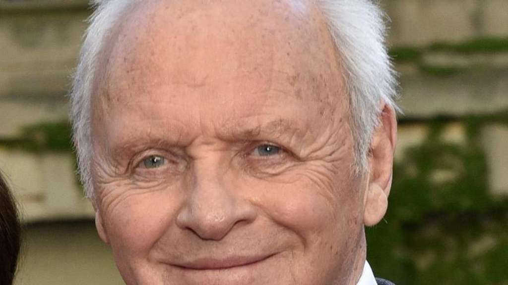 "Sir Anthony Hopkins bei der US-Premiere des Films ""Transformers: The Last Knight"". Foto: Rob Grabowski"