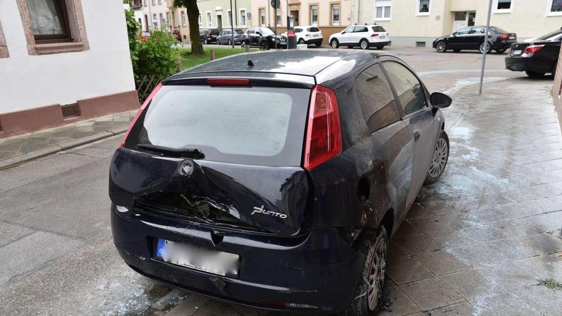 In Mannheim-Neckarau reißt die Brandserie nicht ab: In der Nacht auf Sonntag brennt ein Fiat.