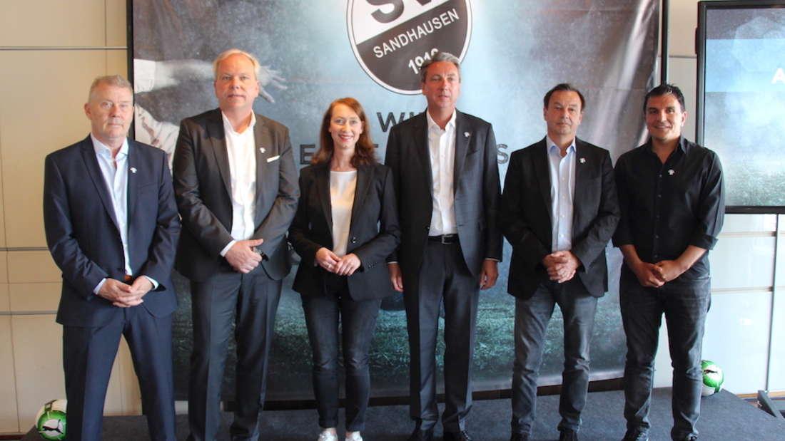 (v.l.n.r.) Dag Heydecker, Volker Piegsa, Dagmar Ginzel (Verivox), Jürgen Machmeier, Otmar Schork und Kenan Kocak.