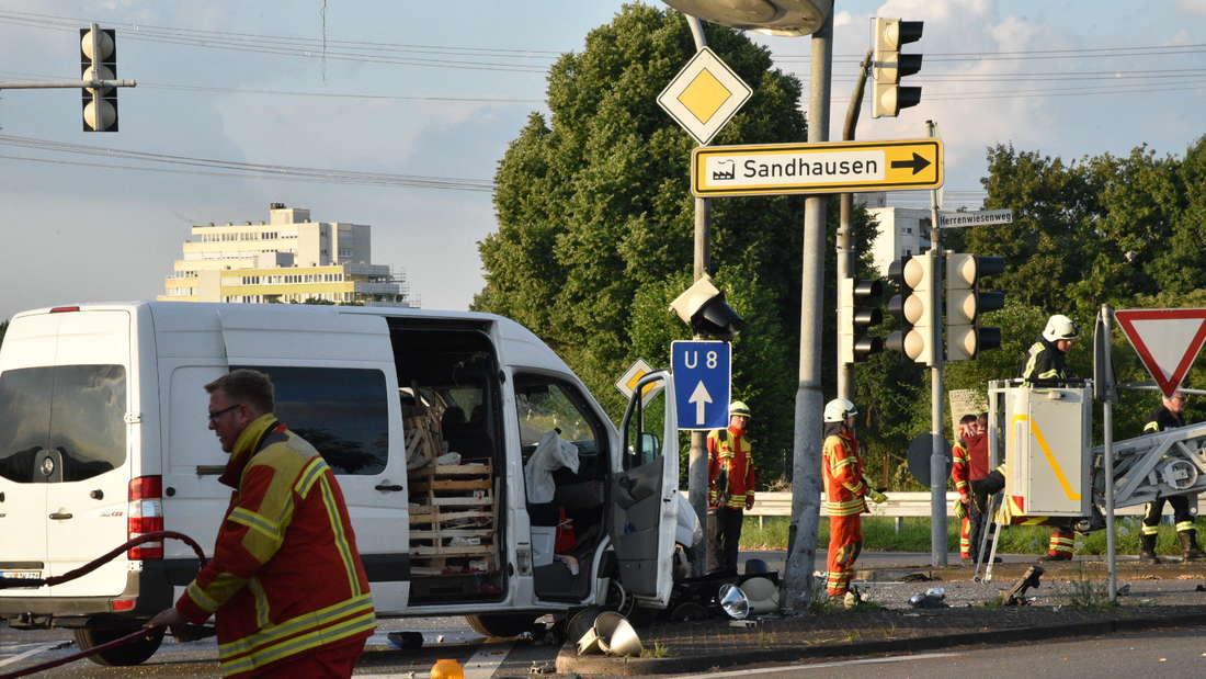Auf der K598 bei Sandhausen kommt es zu einem schweren Unfall.