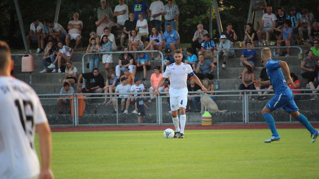 Der SV Waldhof Mannheim schlägt den FV Fortuna Heddesheim.
