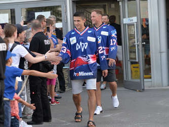 The Boys are back in town! 2.000 Fans begrüßen Adler-Stars