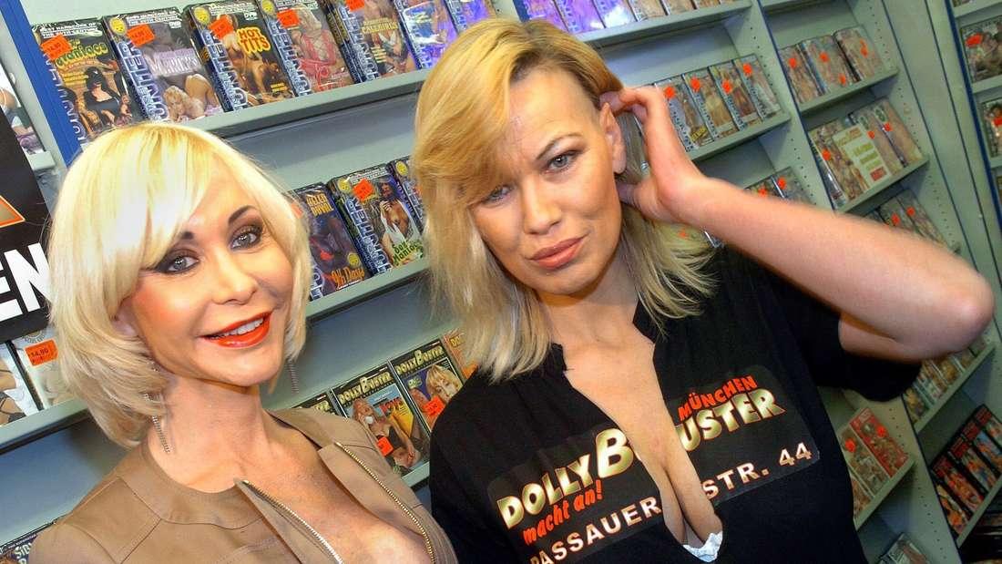 Sibylle Rauch im Jahr 2005 (hier zusammen mit Dolly Buster, in einer Münchner Erotik-Videothek).