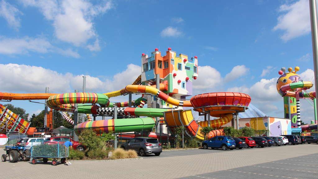 Weinheim: Frau im FKK-Bereich des Schwimmbades Miramar
