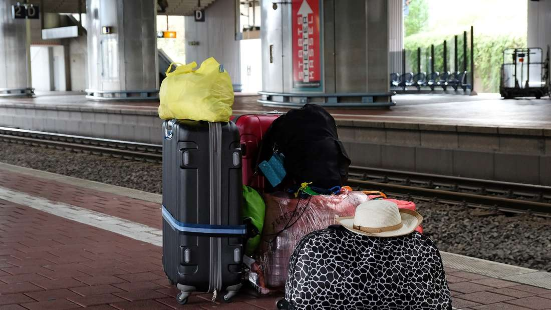 Verlassenes Gepäck, wie hier an einem Bahnhof,ruft nicht selten die Polizei auf den Plan.