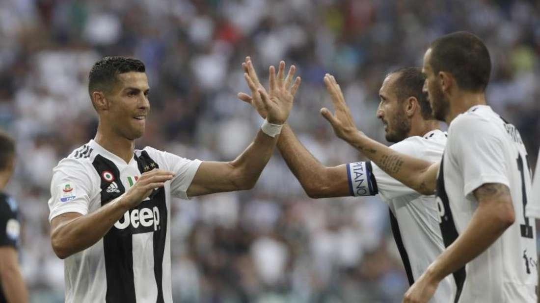 Cristiano Ronaldo (l) blieb auch in seinem zweiten Ligaspiel für Juventus Turin torlos. Foto: Luca Bruno/AP