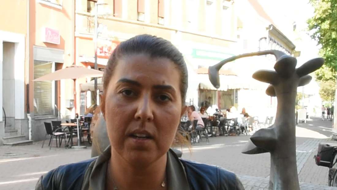 Sevda Kog sitzt gerade mit ihrer Familie vor dem Restaurant, als der Angriff passiert