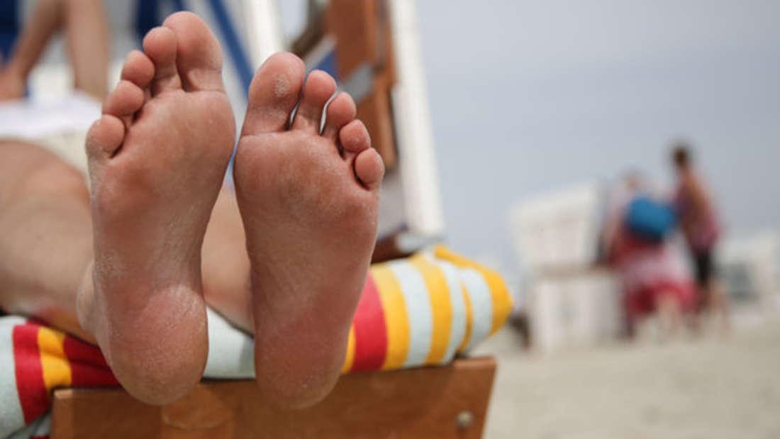 Bei gelben Fußnägeln ist Vorsicht geboten. (Symbolbild)