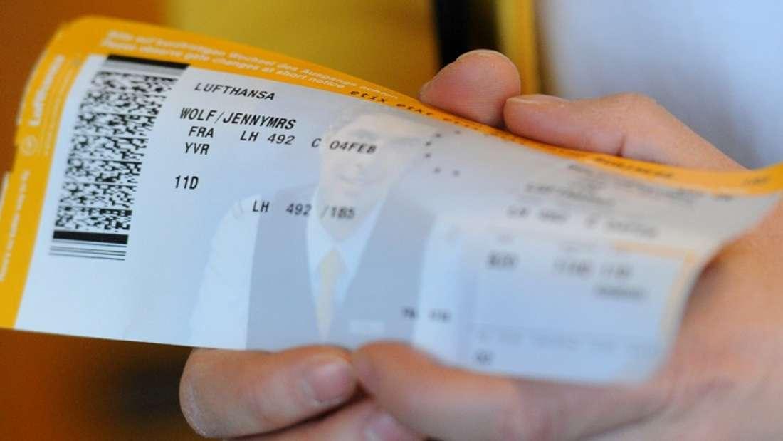 Sie halten Ihre Flugnummer für beliebige Zahlen und Buchstaben? Da irren Sie.