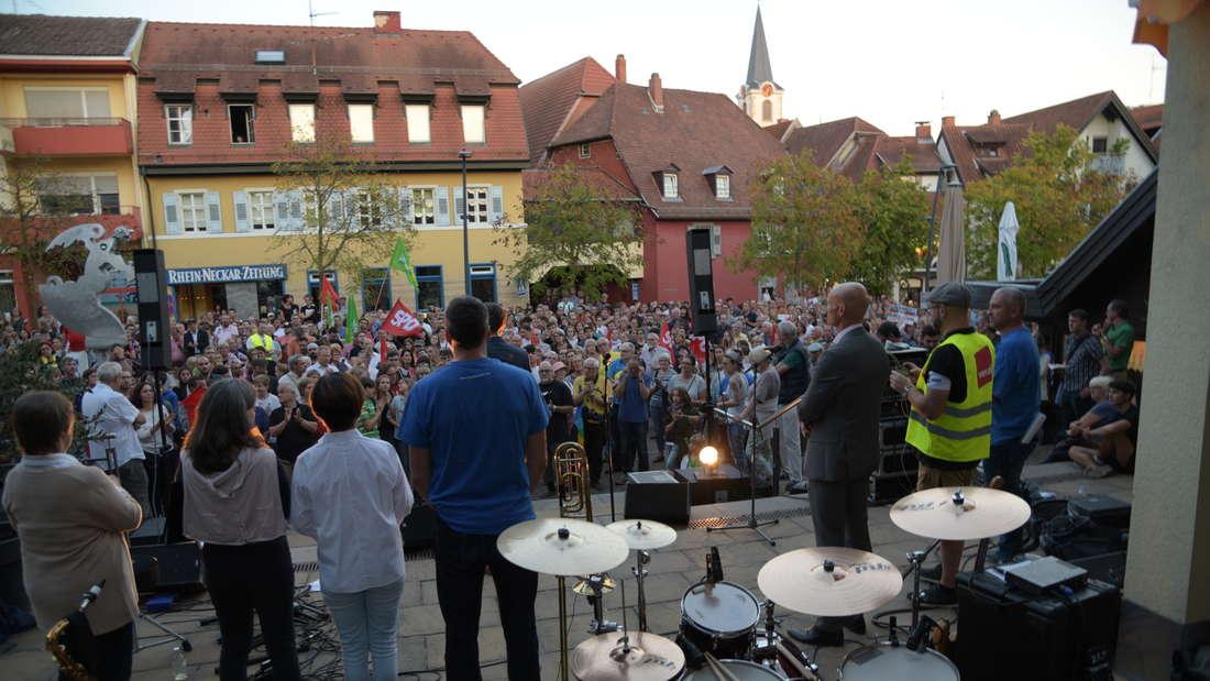 Über 800 Menschen kommen zu einer Demonstration gegen Rechts unter dem Motto #auchmehrinwiesloch.
