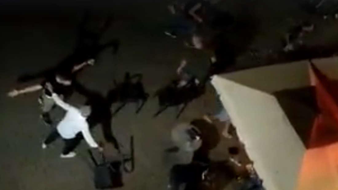 Vor einer Eisdiele in Wiesloch spielen sich am Samstagabend schreckliche Szenen ab.
