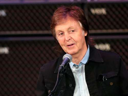 Paul McCartney radelt in ein Hochzeitsfotoshooting