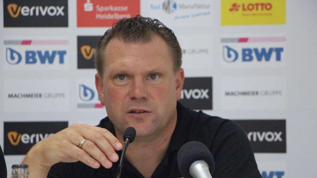 Uwe Koschinat steht mit dem SV Sandhausen gegen Duisburg unter Druck (Archivfoto).